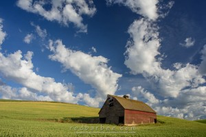 Red barn on Glenwood Road in the Palouse